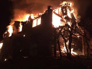 Brand beim eintreffen der Feuerwehr; eine Person mutmasslich vermisst...!