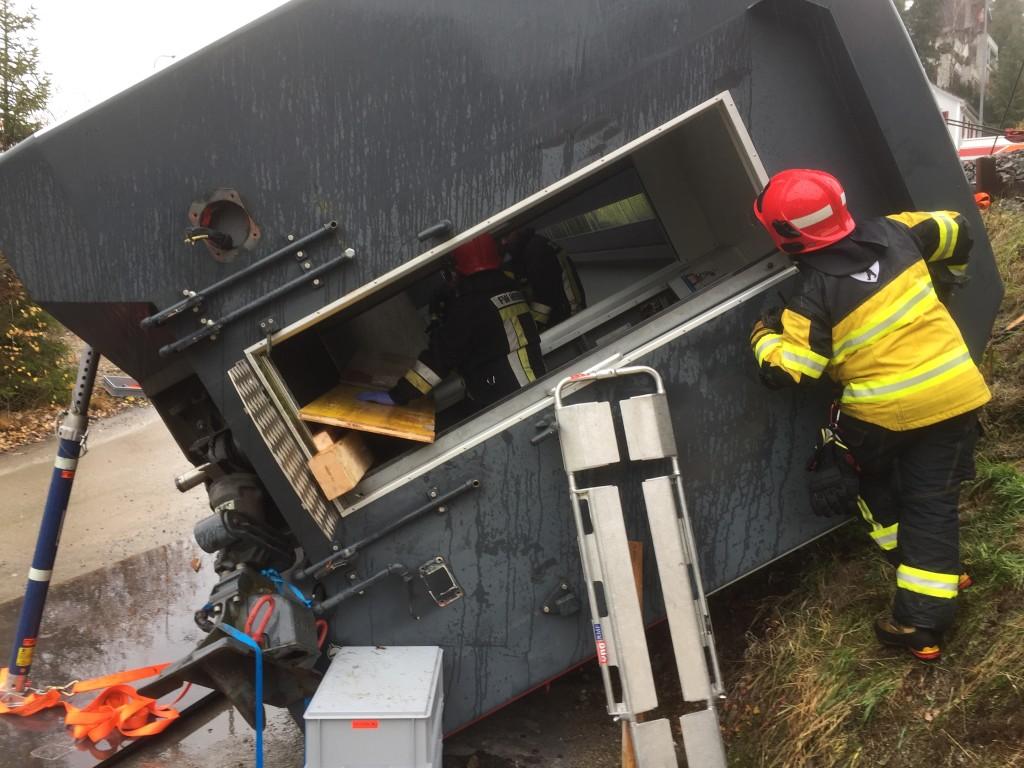 Rettungseinsatz im Bahnwagen
